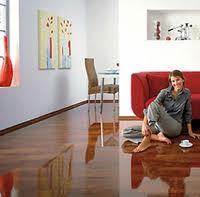magasfényű laminált padló