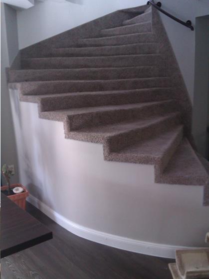 lépcső burkolás padlószőnyeggel